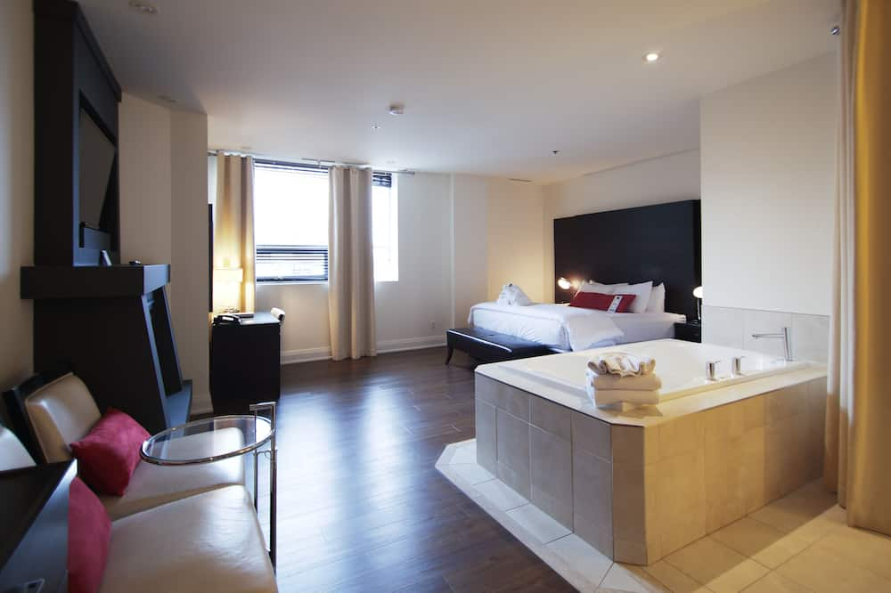 Deluxe Room, 1 King Bed, Jetted Tub - Indoor Spa Tub