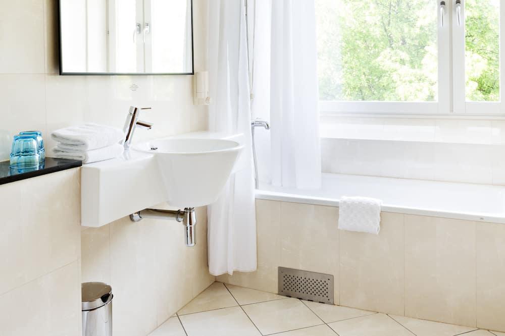 Superior-Zimmer, Mehrere Betten, Nichtraucher, Whirlpool (with Sofabed) - Badezimmer