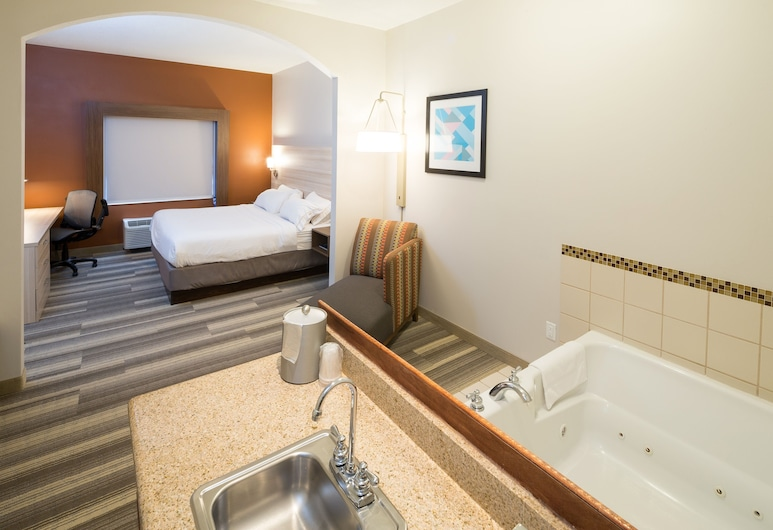 Holiday Inn Express Hotel & Suites Grand Blanc, Grand Blanc, Suite, 1 King Bed, Jetted Tub, Guest Room