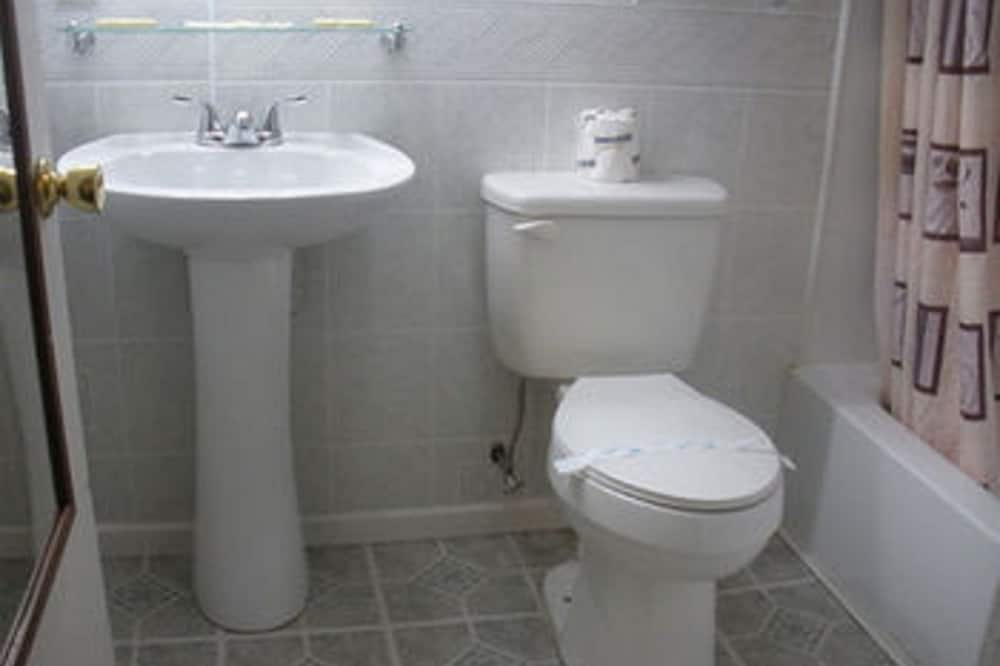 Standard Room, 1 Double Bed - Bathroom