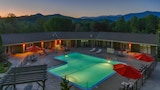 Choose This Mid-Range Hotel in Fontana Dam