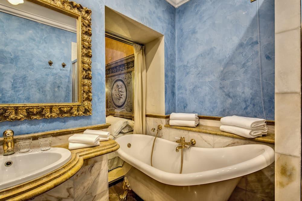 Classic Room, 2 Queen Beds - Bathroom