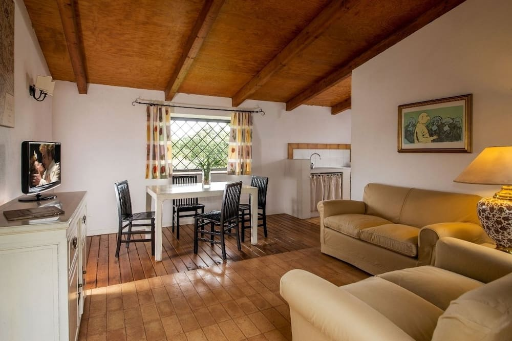 Apartment for 5 people - 客廳