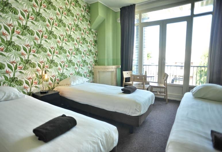 Hotel Abba , Amsterdam, Kolmen hengen huone, Oma kylpyhuone, Vierashuone
