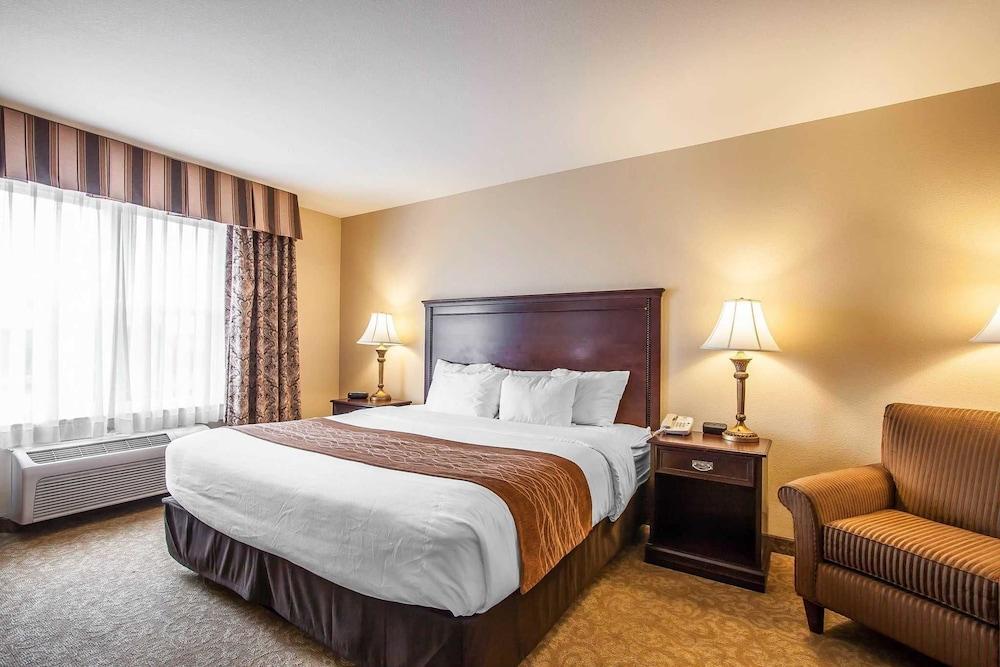 prices suites lion front hotel room from z hotels deals mcminnville salem inn red comforter comfort information