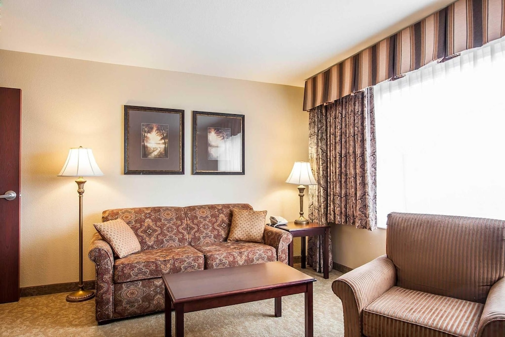 mcminnville featured near interior property image comforter entrance grounds oregon suites comfort inn