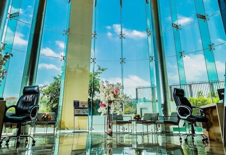 Ramada by Wyndham Powai Hotel & Convention Centre, Mumbai, Sittområde i lobbyn