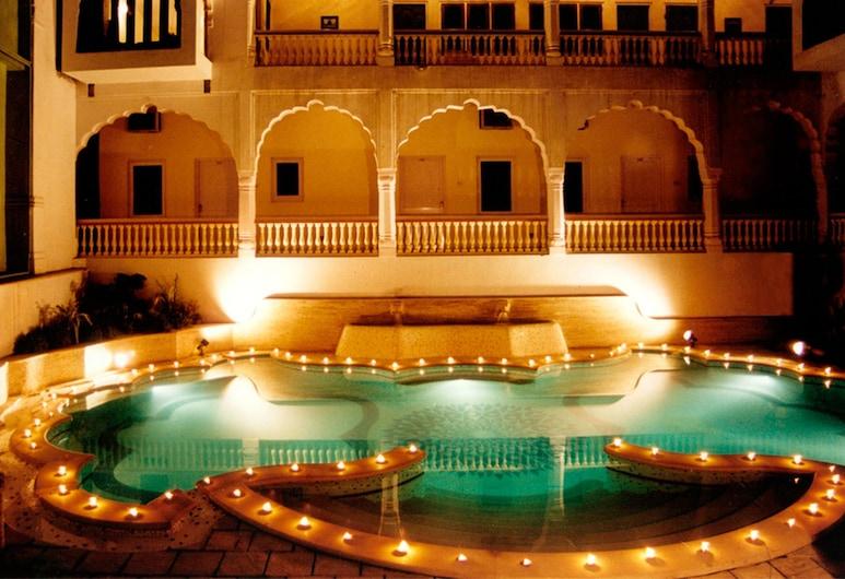 Mandawa Haveli, Jaipur, Piscina externa