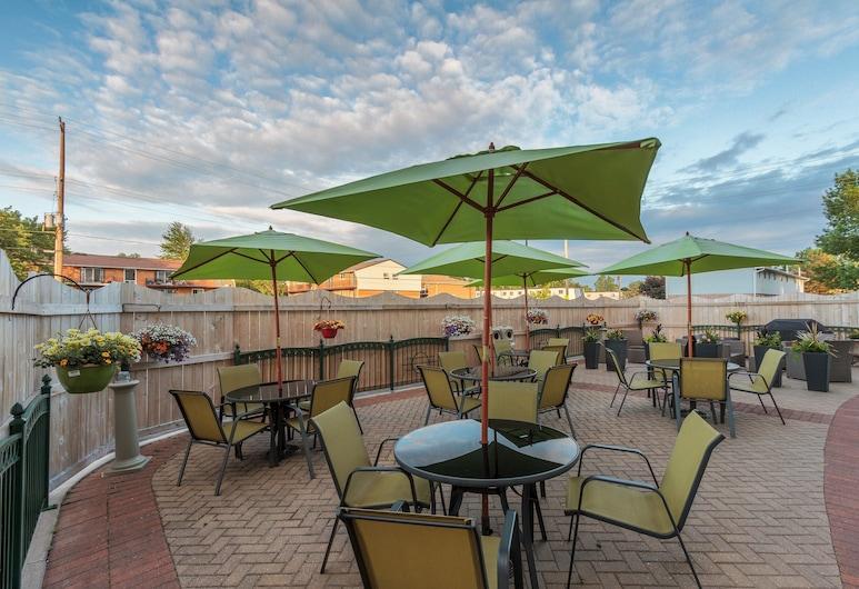 Holiday Inn Express & Suites Belleville, an IHG Hotel, Μπελβίλ, Αίθριο/βεράντα