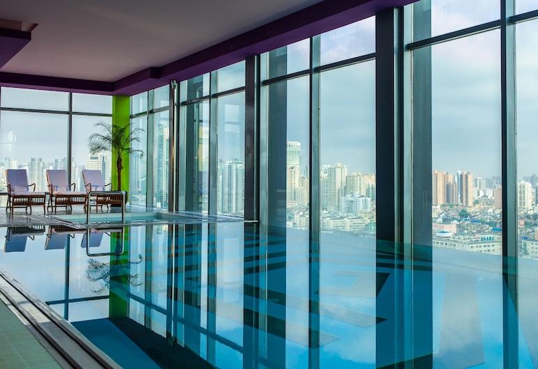 Renaissance Shanghai Yu Garden Hotel, Shanghai, Pool Waterfall