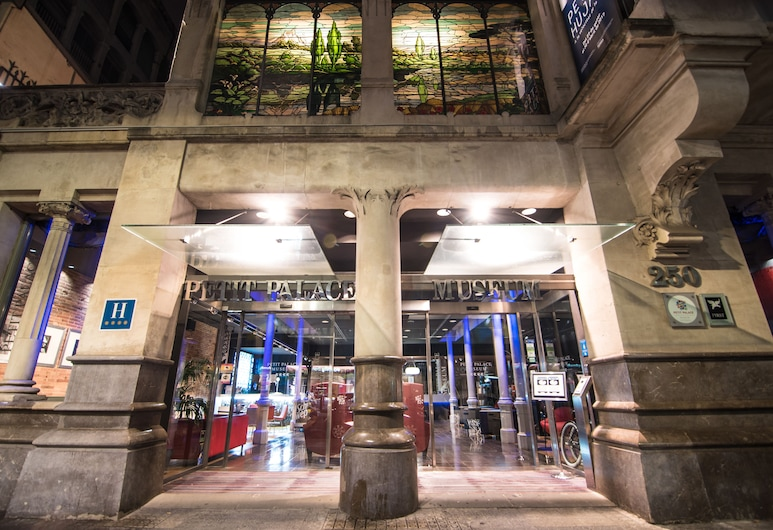 Petit Palace Museum, Barcelona, Fachada do hotel (à noite)