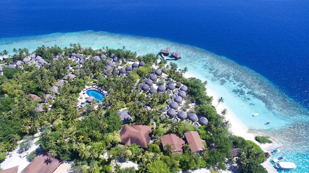 Bandos Maldives, Bandos Island