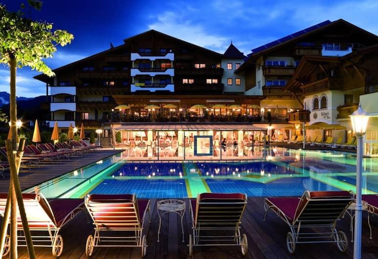 Alpenpark Resort Superior, Seefeld au Tyrol, Façade de l'hôtel - Soir/Nuit