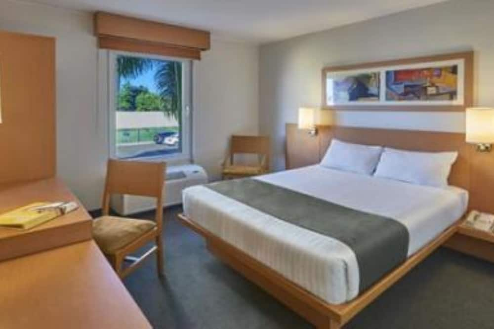 Standartinio tipo kambarys, 1 didelė dvigulė lova - Svečių kambarys