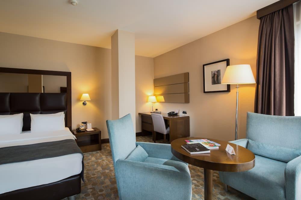 Suite, 1 Double Bed, Corner - Living Area