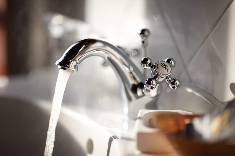 Dobbeltrom, 1 kingsize-seng - Vask på badet