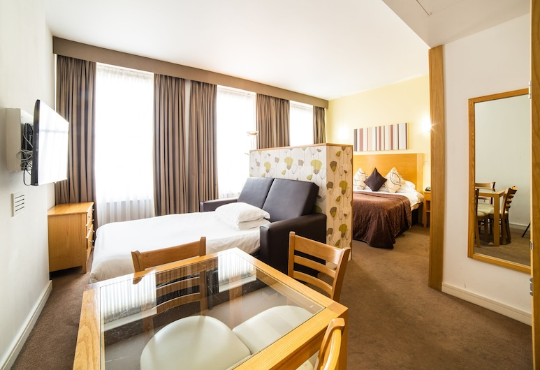 Cleveland Hotel, London, Deluxe Quadruple Room, Guest Room