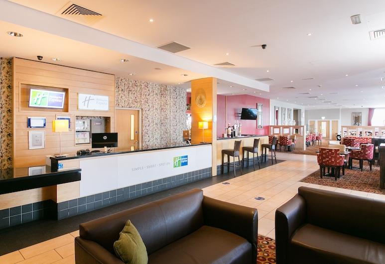 Holiday Inn Express Antrim, Antrim, Lobby