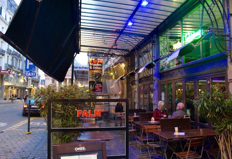 Hotel Orts, Brüssel, Speisen im Freien