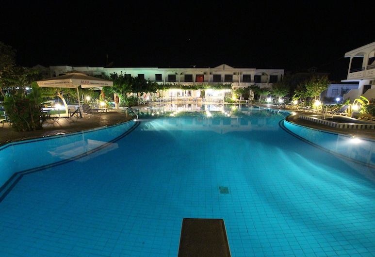 Garden Hotel, Rodas, Alberca al aire libre