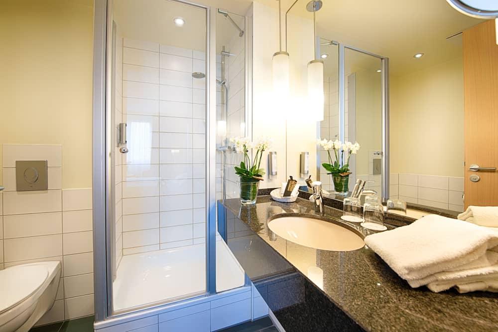 Værelse - udsigt til have - Badeværelse