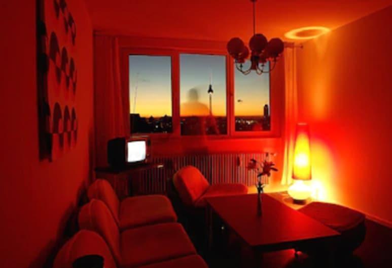 Ostel - Das DDR Design Hostel Berlin, Berlin, Standard-Apartment, eigenes Bad, Wohnzimmer
