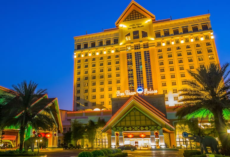 Don Chan Palace, Hotel & Convention, Vientiane, Hotel Front – Evening/Night