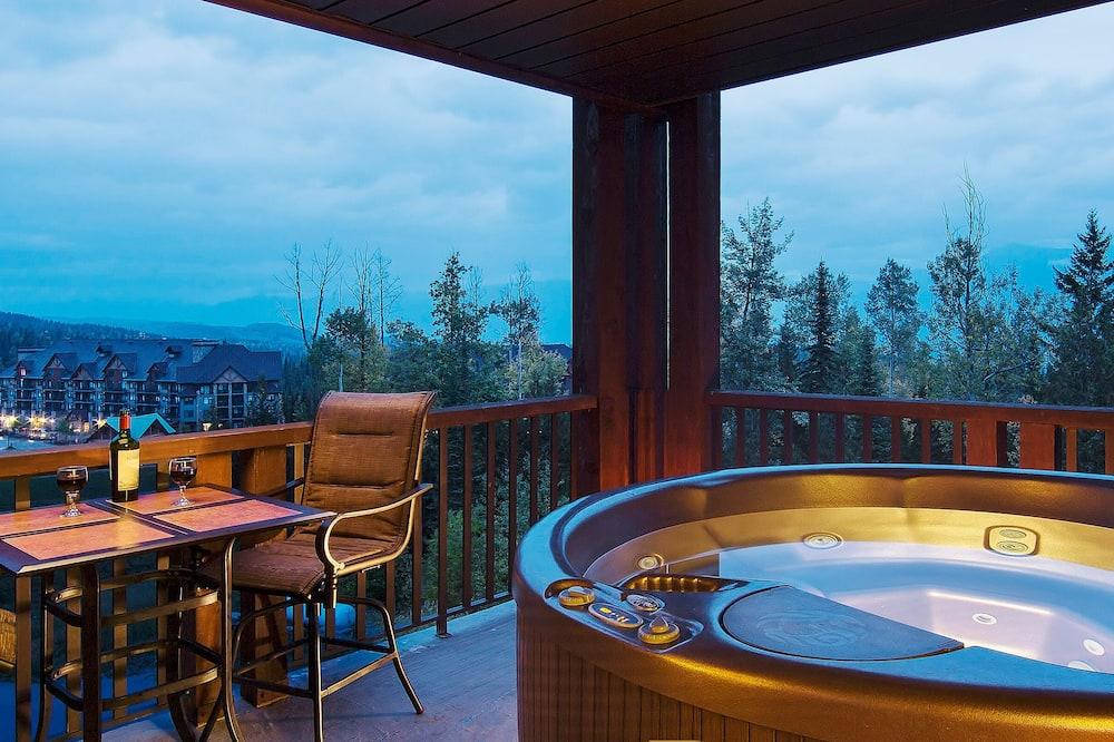 2-Bedroom Hot Tub Suite - Private spa tub