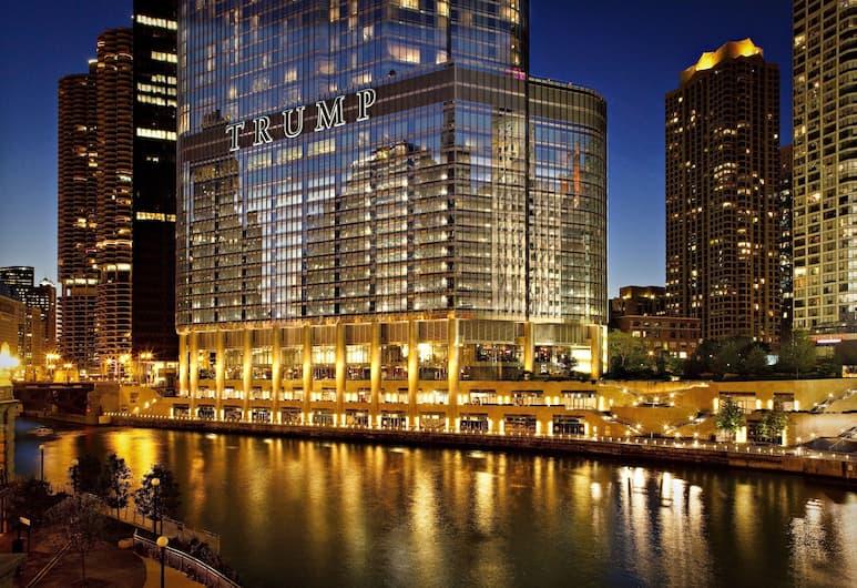 トランプ インターナショナル ホテル & タワー  シカゴ, シカゴ, エグゼクティブ ルーム キングベッド 1 台 レイクビュー, ストリート ビュー