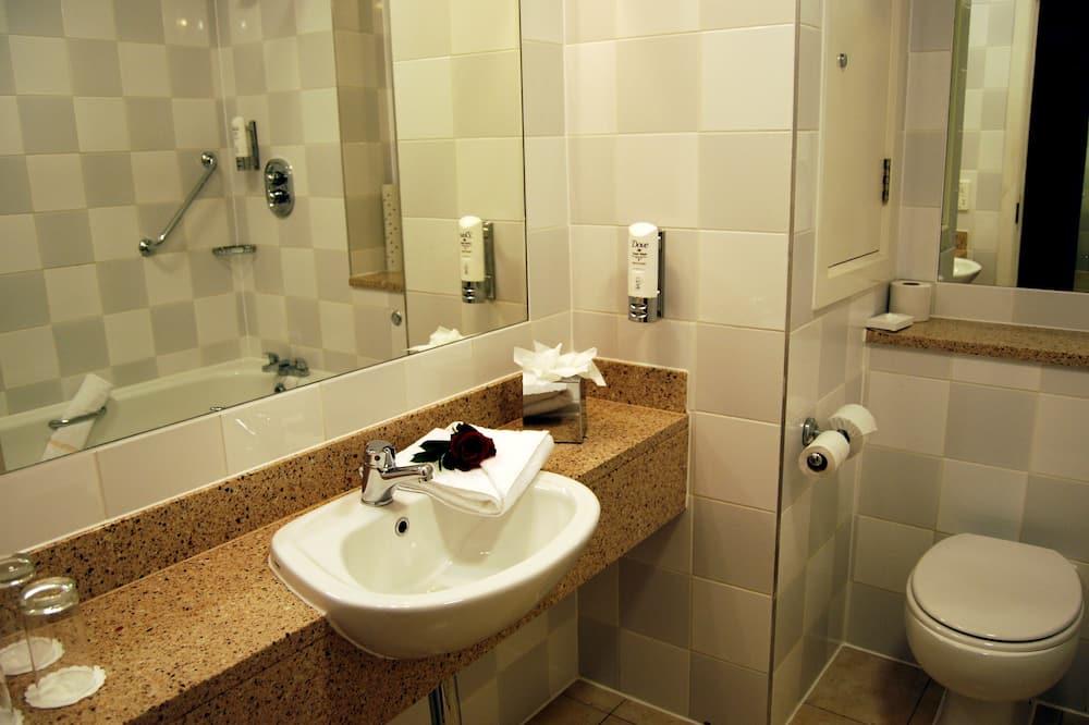 Deluxe Double & Single Room - Bathroom