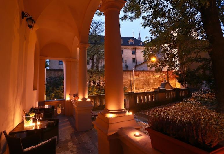 Hotel U Svatého Jana, Praga, Terraza o patio