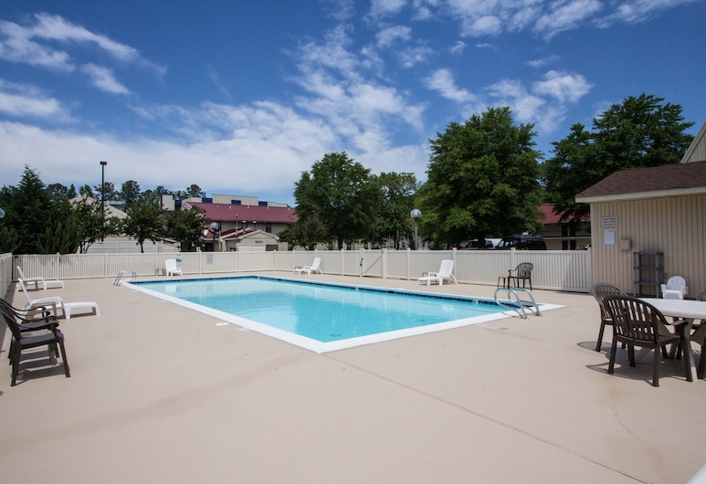The Mulberry Inn and Plaza at Fort Eustis, Newport News, Outdoor Pool