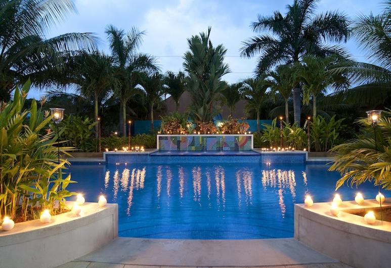 ألما ديل باسيفيكو بيتش هوتل آند سبا, إيستيريلوس إيستي, حمام سباحة