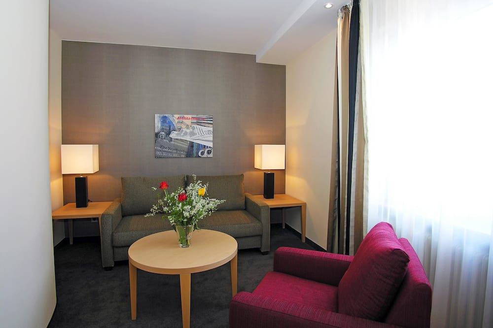 Suite, 1 King Bed (Cozy Sitting Corner) - Living Area