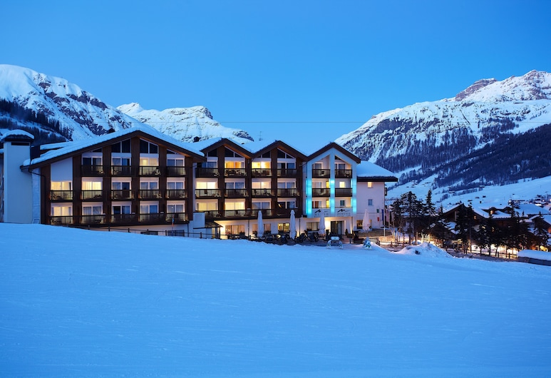 Hotel Lac Salin Spa & Mountain Resort, Livigno, Fachada del hotel de noche