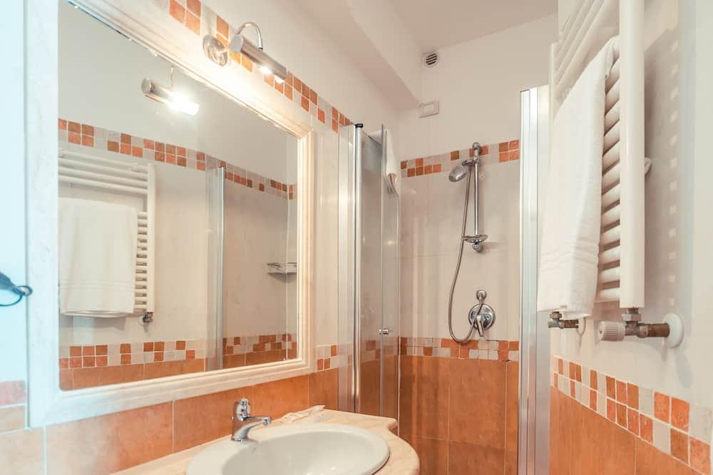 غرفة عائلية مزدوجة أو بسريرين منفصلين - حمّام
