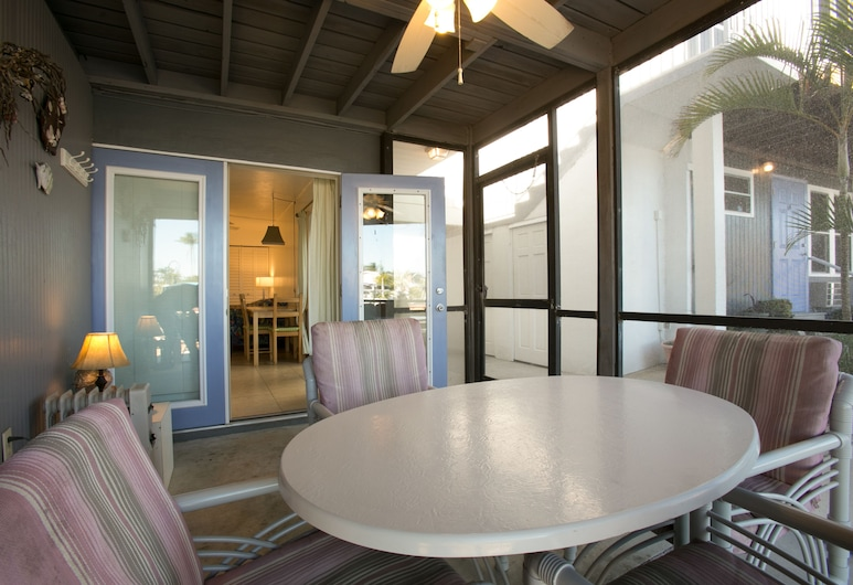 Dolphin Inn Resort, Fort Myers Beach, Standard Room, 1 King Bed, Lanai (Downstairs Room), Terrace/Patio