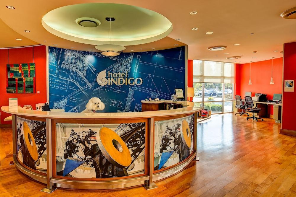 Hotel Indigo Columbus Architectural Center Interior Entrance
