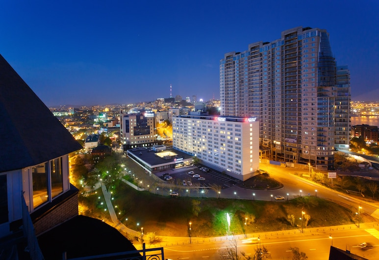 AZIMUT Hotel Vladivostok, Vladivostok, Hotellets front – kveld/natt