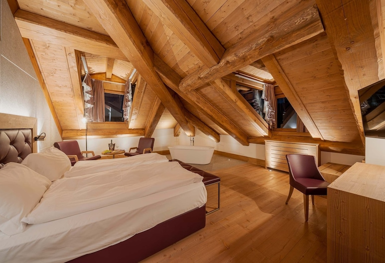 Hotel Royal, Cortina d'Ampezzo, Rómantísk svíta - baðker - fjallasýn, Herbergi