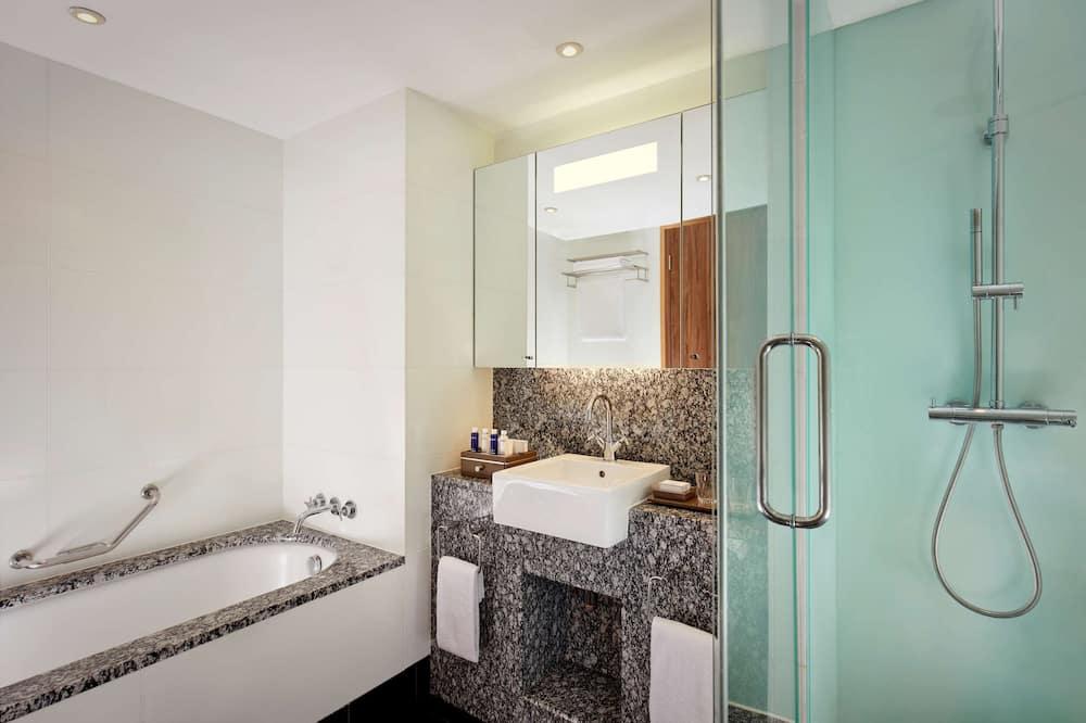 Penthouse (Suite) - Bathroom