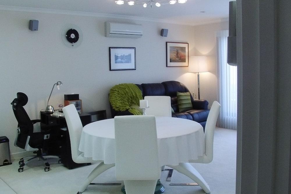 Premier Apartment, Non Smoking, Kitchen (INTEGRITY PREMIER SPA) - Living Area