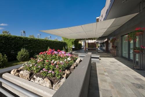 會展中心公園飯店/