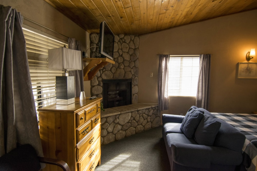 Awesome Black Forest Lodge And Cabins, Big Bear Lake