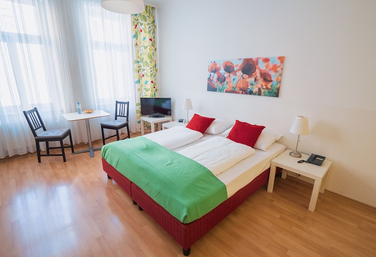 Actilingua Apartment Hotel, Vienna, Standard Apartment, 1 Double or 2 Single Beds, Guest Room