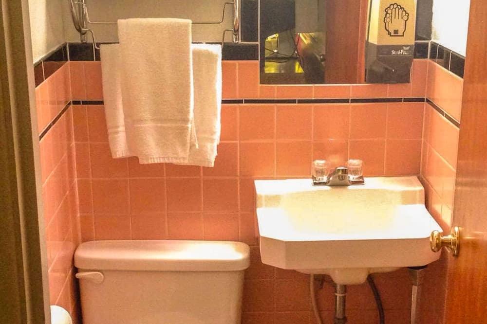 Room, 2 Double Beds, Non Smoking, Private Bathroom - Bathroom