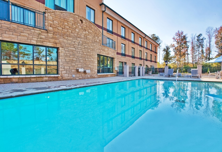Holiday Inn Express Hotel & Suites Macon-West, Macon, Baseins