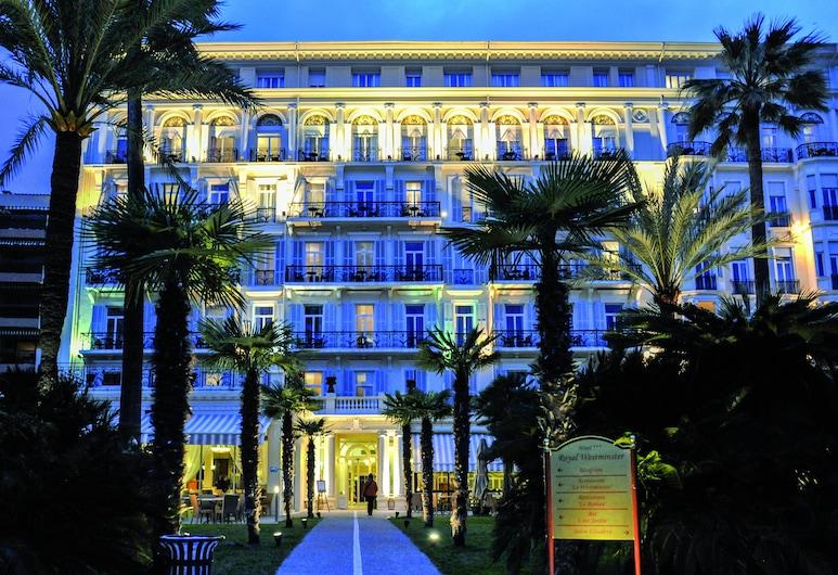 Hôtel Vacances Bleues Royal Westminster, Menton, Hotellets front – kveld/natt