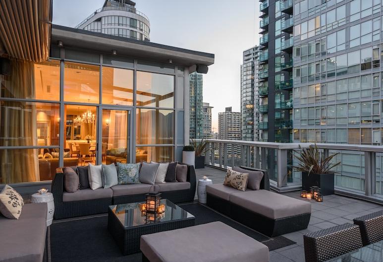 Loden Hotel, Vancouver, Apartament luksusowy typu Penthouse, 2 sypialnie, kuchnia, częściowy widok na morze (Halo), Taras/patio