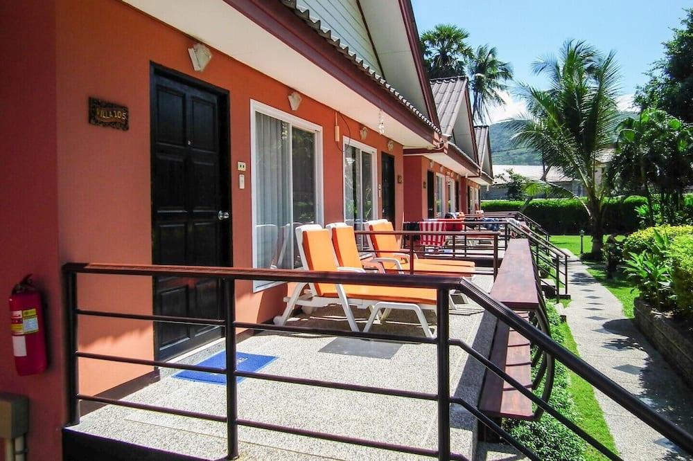 Deluxe Villa, Poolside - Balcony View